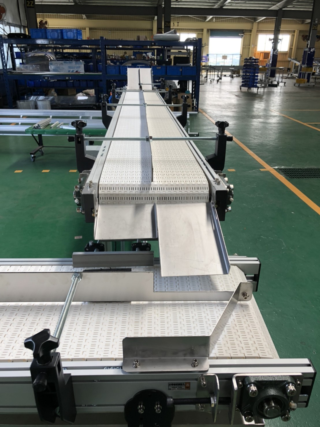 Aluminum extrusion type flat plastic belt conveyor